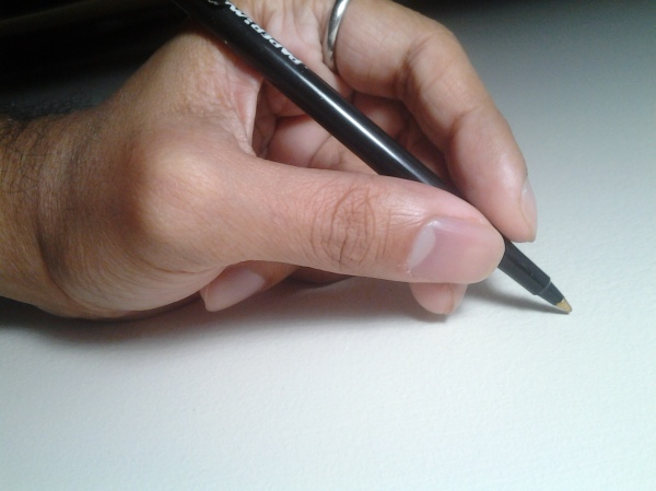 Note how little effort is needed to hold the pen.